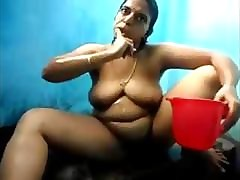 Indian grown up Tamil aunty unshod..